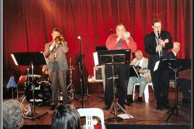 Geoff with Eric Holroyd,Tony Burkys,Michael McQuaid & Graham Coyle. Southern Highlands Jazz Festival,Bowral(NSW)2002